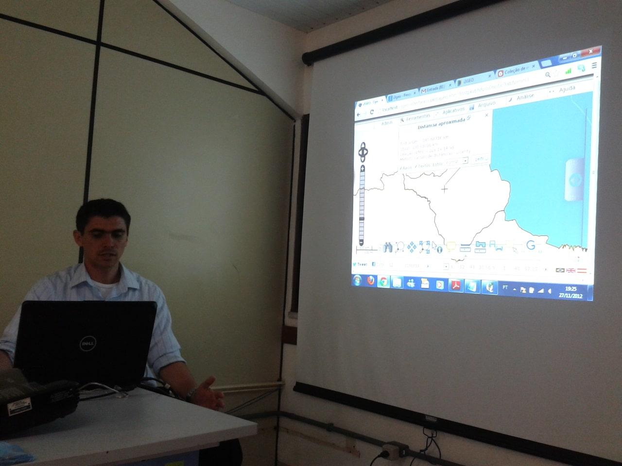 Anderson Medeiros dando explicações sobre o Software i3Geo